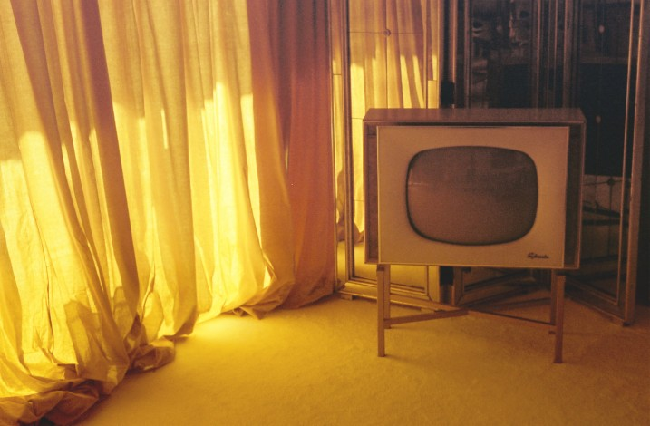 Gold Curtains n TV